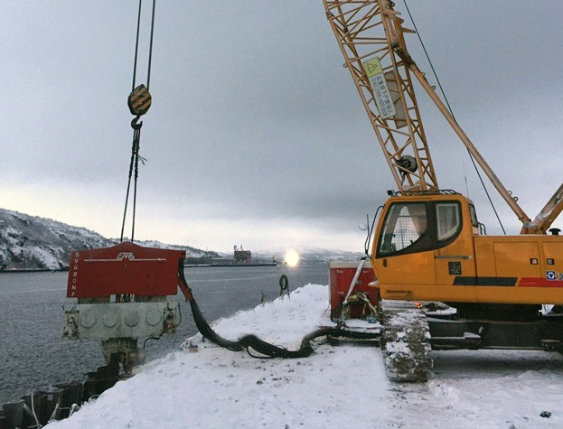 Driving Sheet Piles with SVR 80 NF - Power Pack - Murmansk